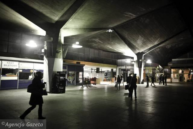z8562804X,Katowice--Opustoszala-hala-glowna-dworca-PKP.jpg