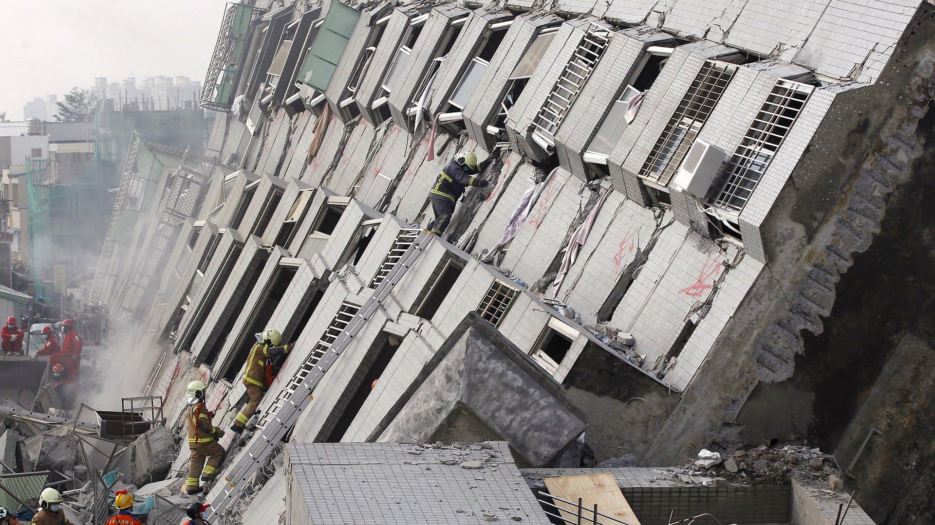 collapsedbuilding1.jpg