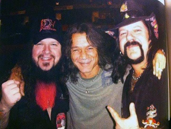 Dimebag-Darrell-Vinnie-Paul-Eddie-Van-Halen-Pantera-Abbott.jpg.6b1069b5227d1a929ae879eadb9c365b.jpg
